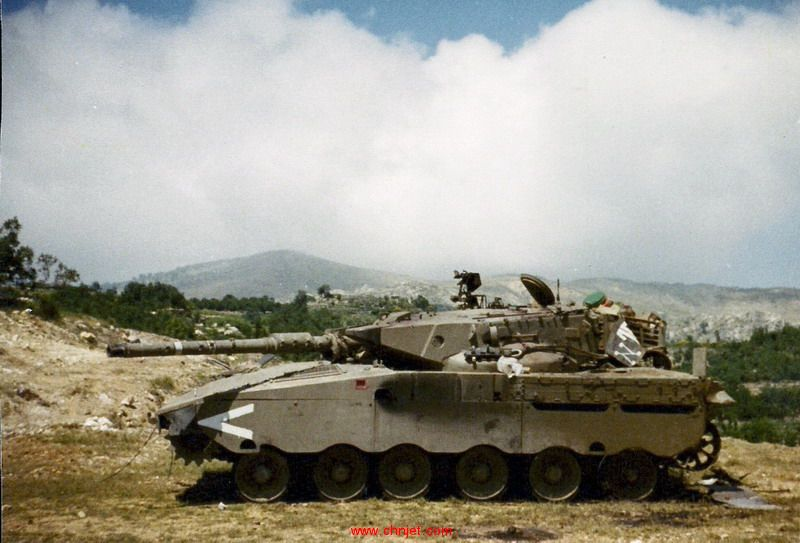 Merkavah_Tank_of_Tzur_Maor_and_his_Crew.jpg